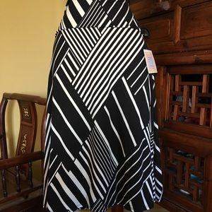 Lularoe fabulous black & white Azure circle skirt!